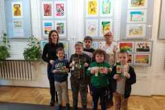 Pierwszaki ze Szkoły Podstawowej w Kłokoczynie odwiedziły bibliotekę w Czernichowie.